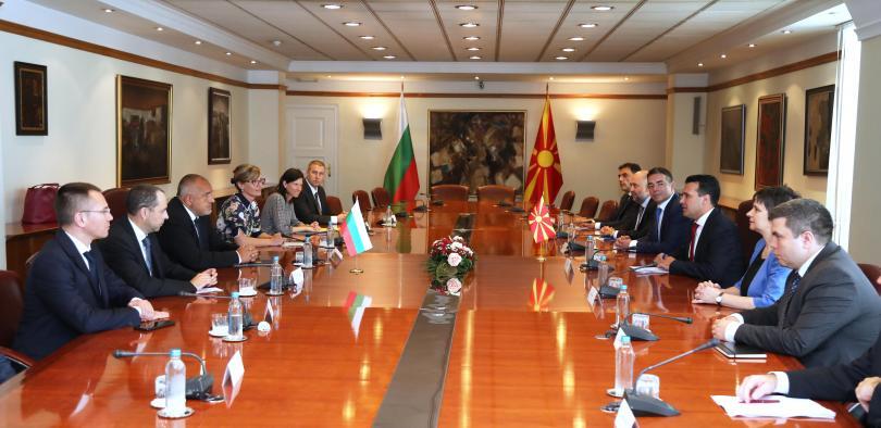 снимка 3 Борисов и Заев отбелязаха заедно две години от Договора за добросъседство