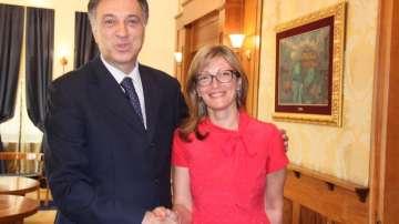 Екатерина Захариева разговаря с премиера и президента на Черна гора