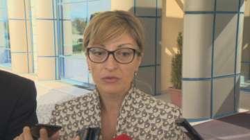 Захариева благодари на парламента в Албания за Закона за националните малцинства