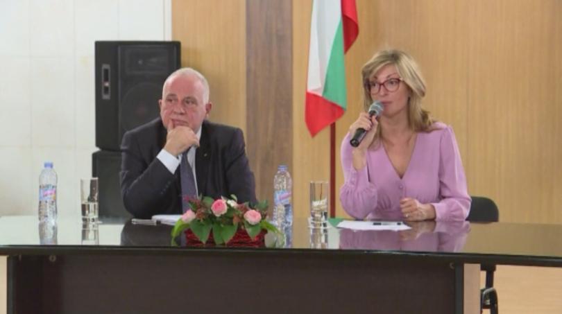 На среща с българската общност в Москва вицепремиерът и министър