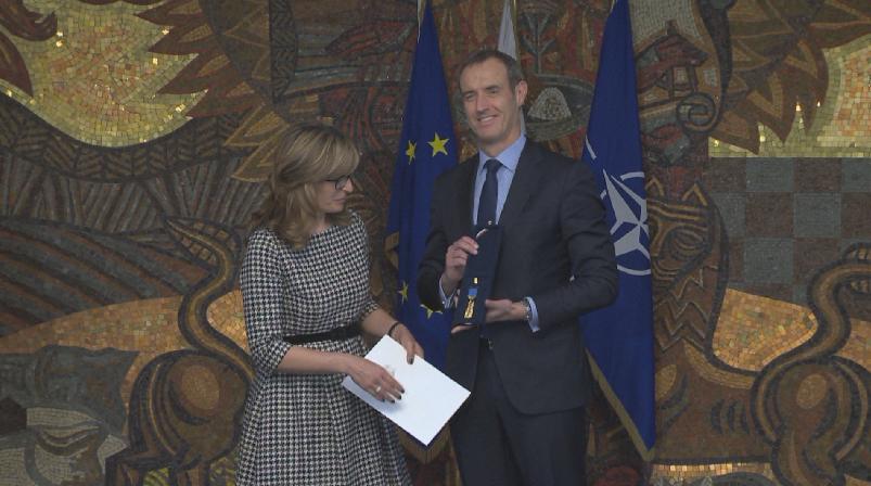 Вицепремиерът и министър на външните работи Екатерина Захариева връчи най-високото