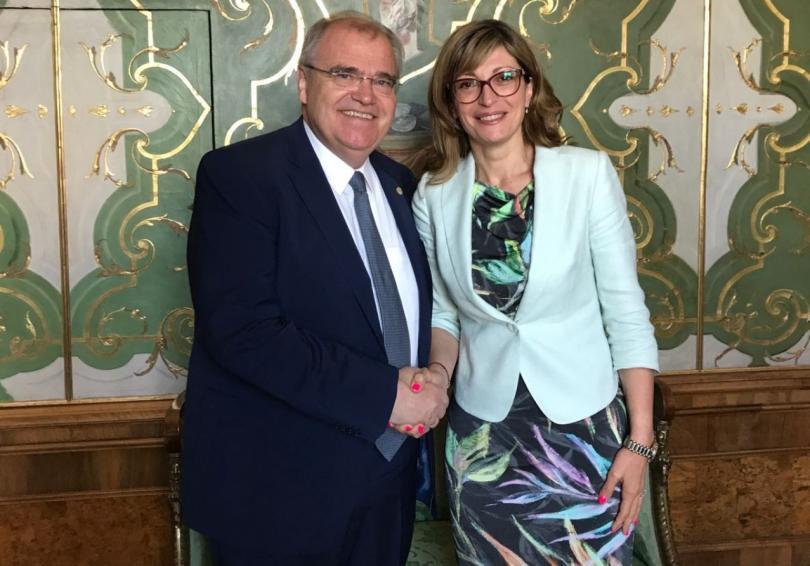 вицепремиерът екатерина захариева разговаря австрийския вицеканцлер