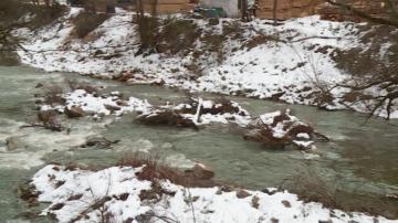 Прокуратурата повдигна обвинения на двама души за замърсяването на река Юговска