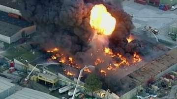 Голям пожар гори в австралийски завод