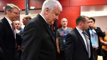 Трите грешки, довели до провала на Зеехофер - коментар на Мария Стоянова