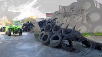 Зелена светлина: Скулптури от стари гуми