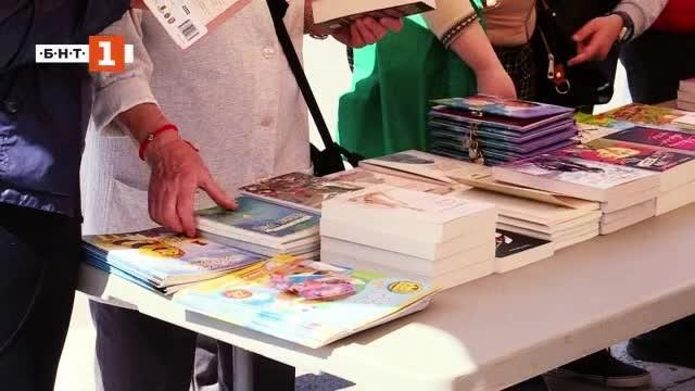 Снимка: Зелена светлина: Книги за смет