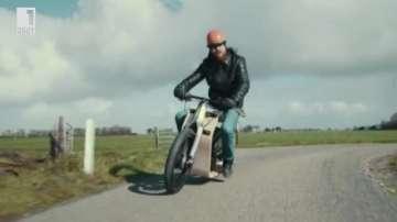 Зелена светлина: Гориво от водорасли задвижва дървен мотоциклет