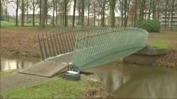 Зелена светлина: Холандци построиха мост от коноп