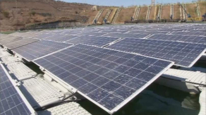 Снимка: Зелена светлина: Плаваща соларна ферма в хвостохранилище