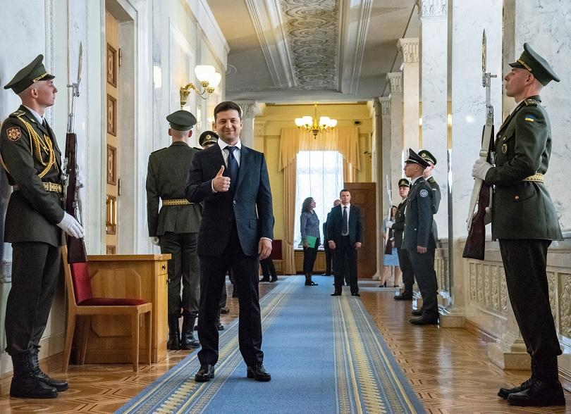 Новият украински президент разпусна парламента в деня, в който положи