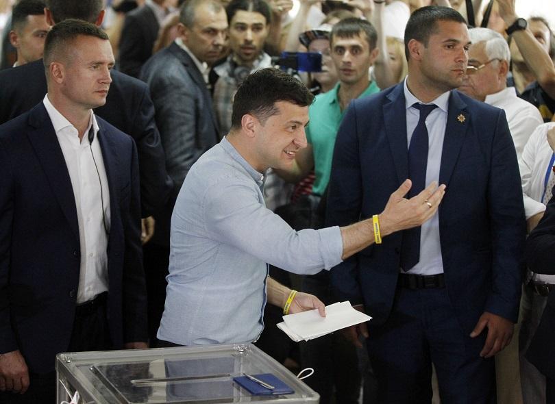 Партията на украинския президент Володимир Зеленски ще е големият победител