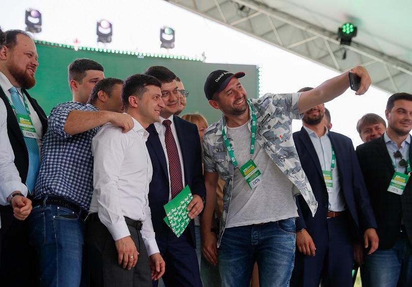 сащ обучават новите украински депутати