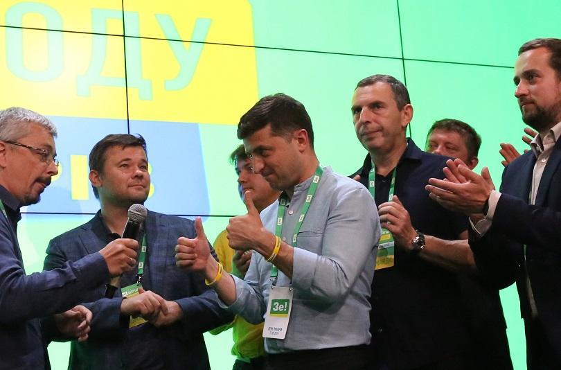 Партията на Зеленски печели предсрочните парламентарни избори в Украйна