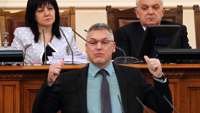 """""""Това отзад не е политбюро"""", заяви от трибуната Валери Жаблянов"""
