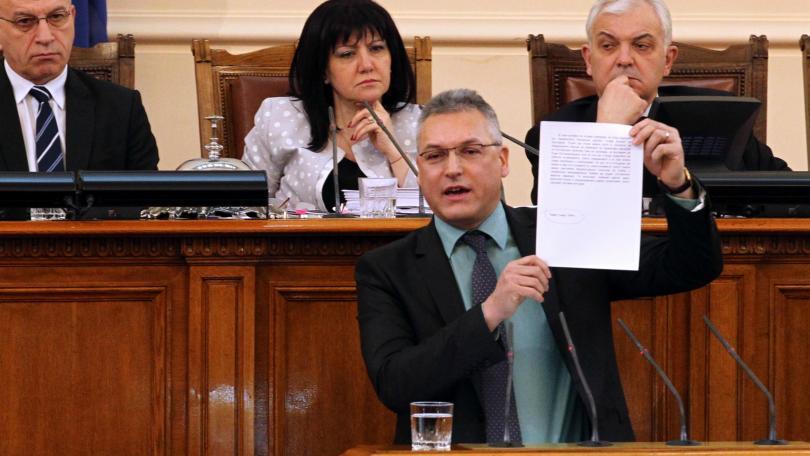 Мнозинството отстрани Валери Жаблянов от поста заместник-председател на Народното събрание.