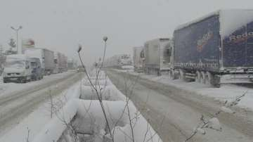 Блокирани пътища в страната заради обилния снеговалеж