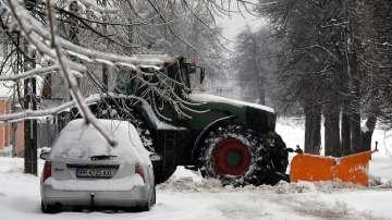 Зимата се завърна, села в Русенско останаха без ток, има и затворени пътища