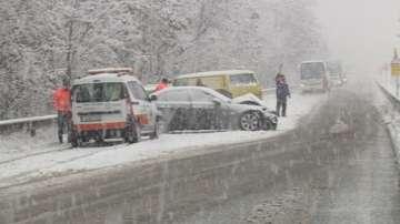Снегът затрудни пътната обстановка в Благоевградско