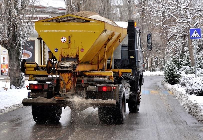 Заради влошаване на времето: Снегопочистващите фирми са в готовност по пътищата