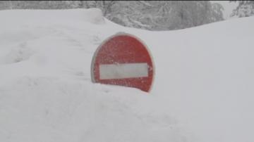 """""""Звярът от изток"""" затрупа Южна Франция със сняг"""
