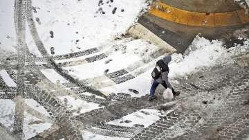 Транспортен хаос на летища и жп гари заради зимната буря в САЩ