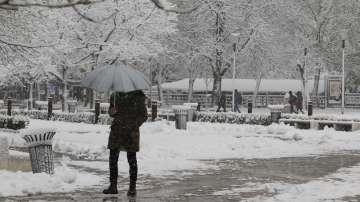 Десетки са потърсили помощ при падане на леда в София