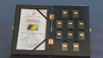 Дарение от златни кюлчета с български столици получи Историческият музей в Русе