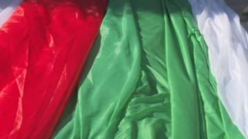 Ушиха 300-метрово българско знаме за събора в Рожен