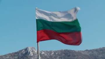 Доброволци ще поставят нови трибагреници по планинските върхове